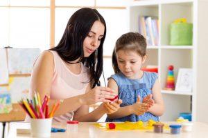 Membuat Karya Seni Bersama Anak-Anak