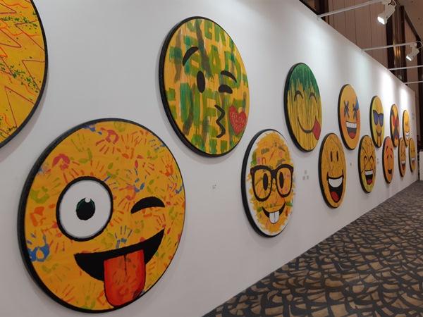 Tampilan karya seni anak-anak yang efektif